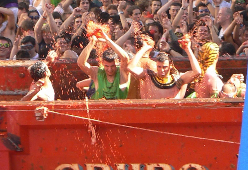 tomato fight from top of the lorry
